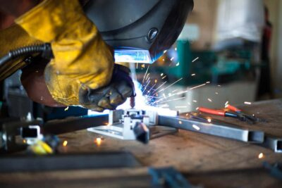 výroby kovového nábytku